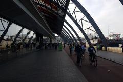 Amsterdam. Beeindruckender Bahnhof mit Wasseranschluß